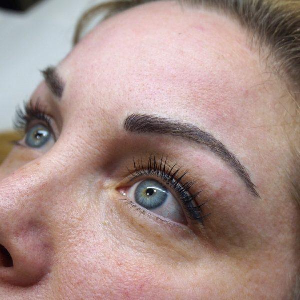 Después de la micropigmentación de cejas