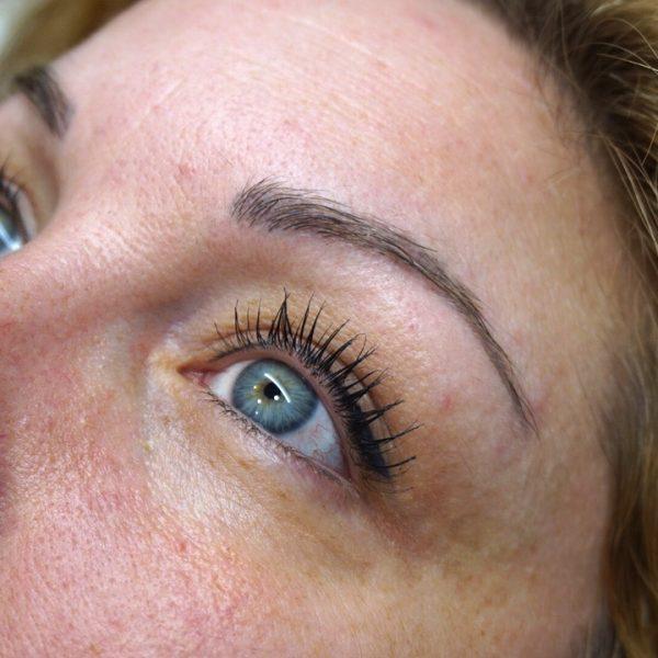 Antes de la micropigmentación en cejas